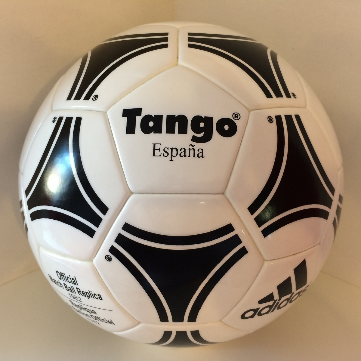 Hasil gambar untuk adidas tango espana